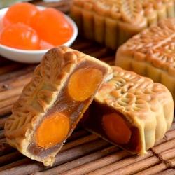 Golden Lotus Seed Paste Mooncake (2 Yolks)