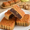 Red Date Paste Mooncake with Walnut